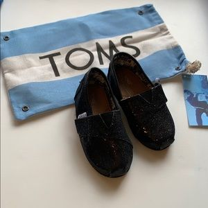 Toms baby/ toddler kids Black shoes